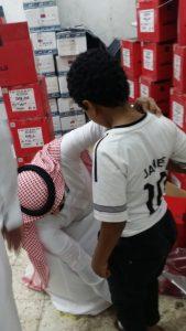توزيع كسوة العيد على المستفيدين